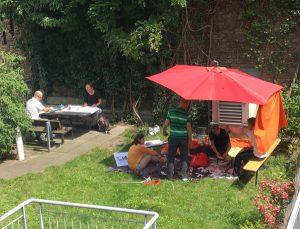 Foto vom Unterricht im Freien, Terrassen-Kreativitätstraining