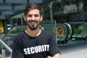 Foto Fortbildung zur Sicherheitsfachkraft junger Mann Security