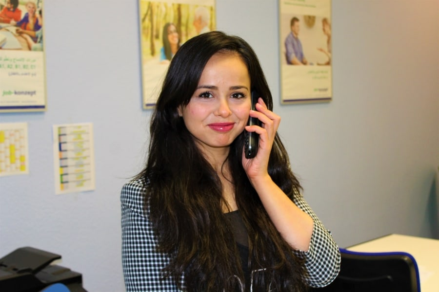 telefon empfang job konzept individuelle beratung 900x600 img 1027 1